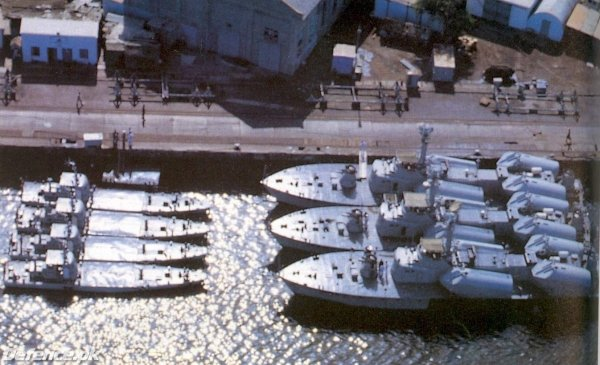 Huangfeng class missile boats at Karachi Harbor