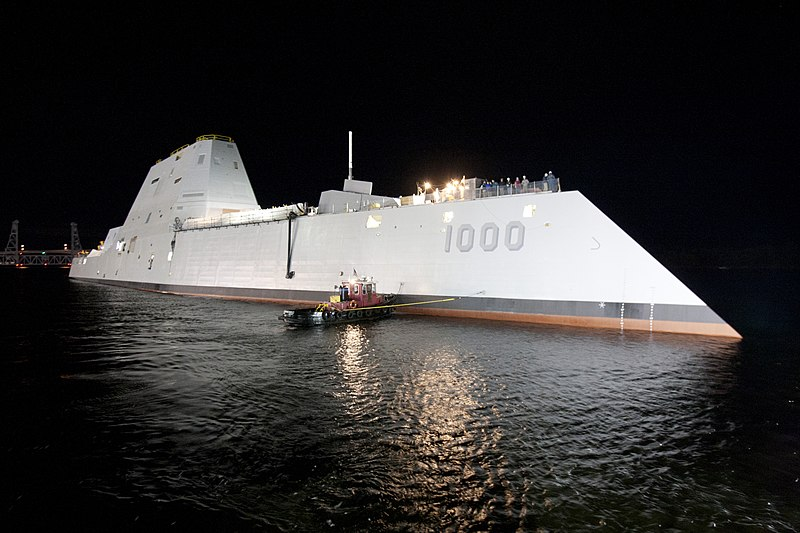 800px-USS_Zumwalt_(DDG-1000)_at_night.jpg