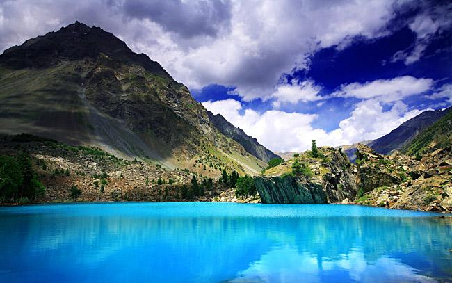 blue_lake_of_naltar.jpg