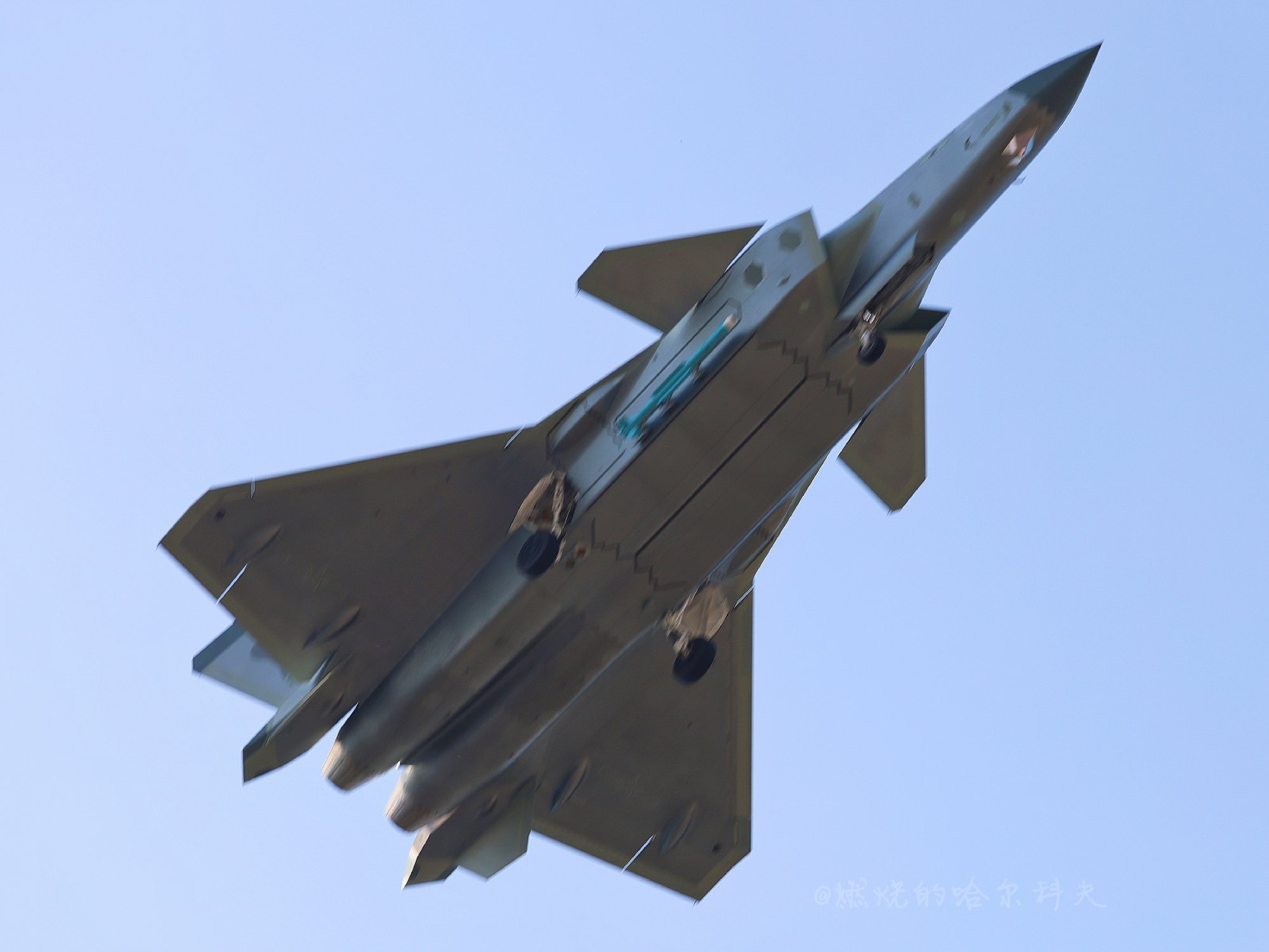 J-20 with a lateral missile side extended 2020-11.jpg