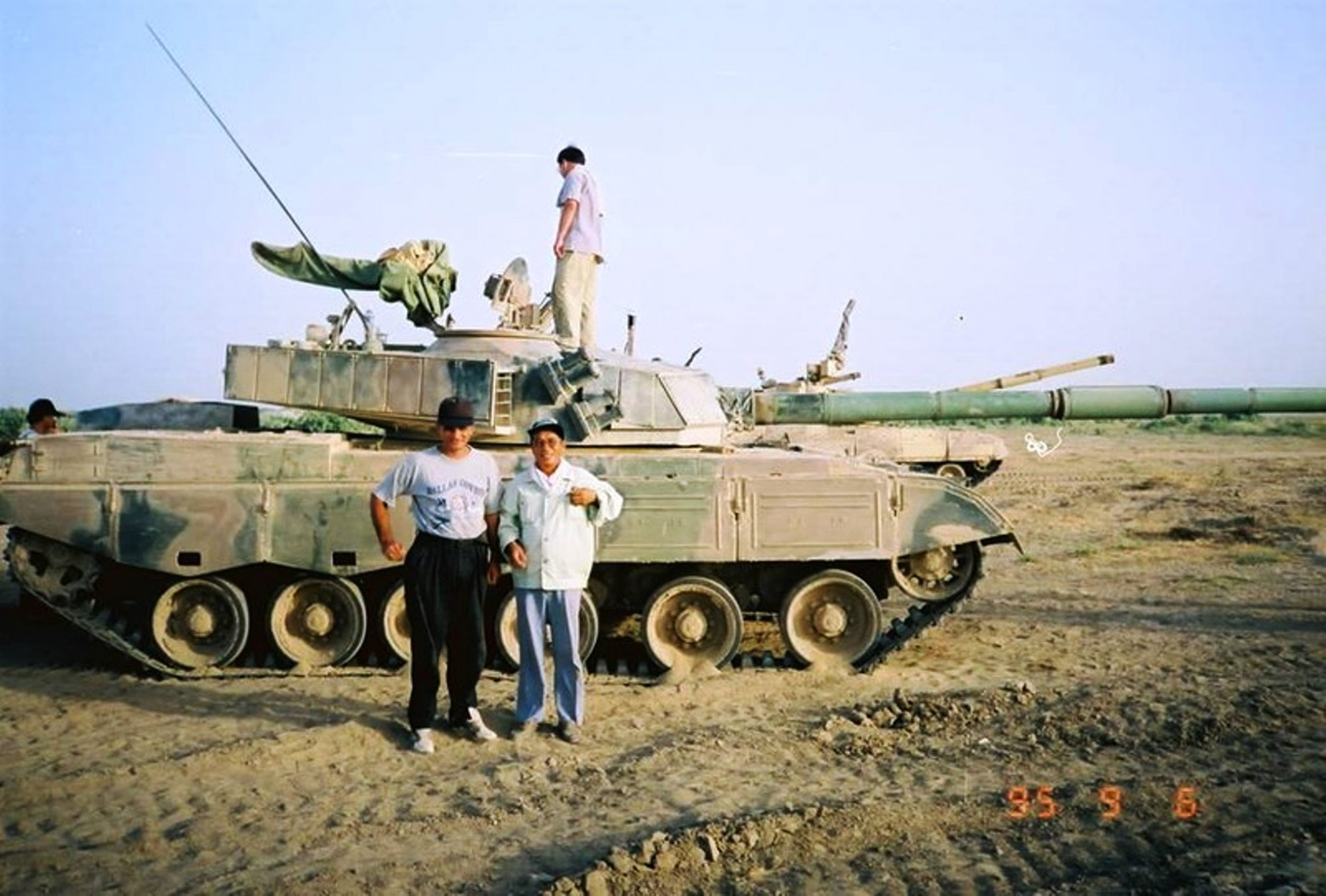 photos of testing T-80UD and Type 85 in Thar desert-7[ec].jpg