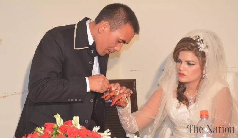 pictures-of-chinese-man-marrying-pakistani-woman-go-viral-1509982020-9124.jpg