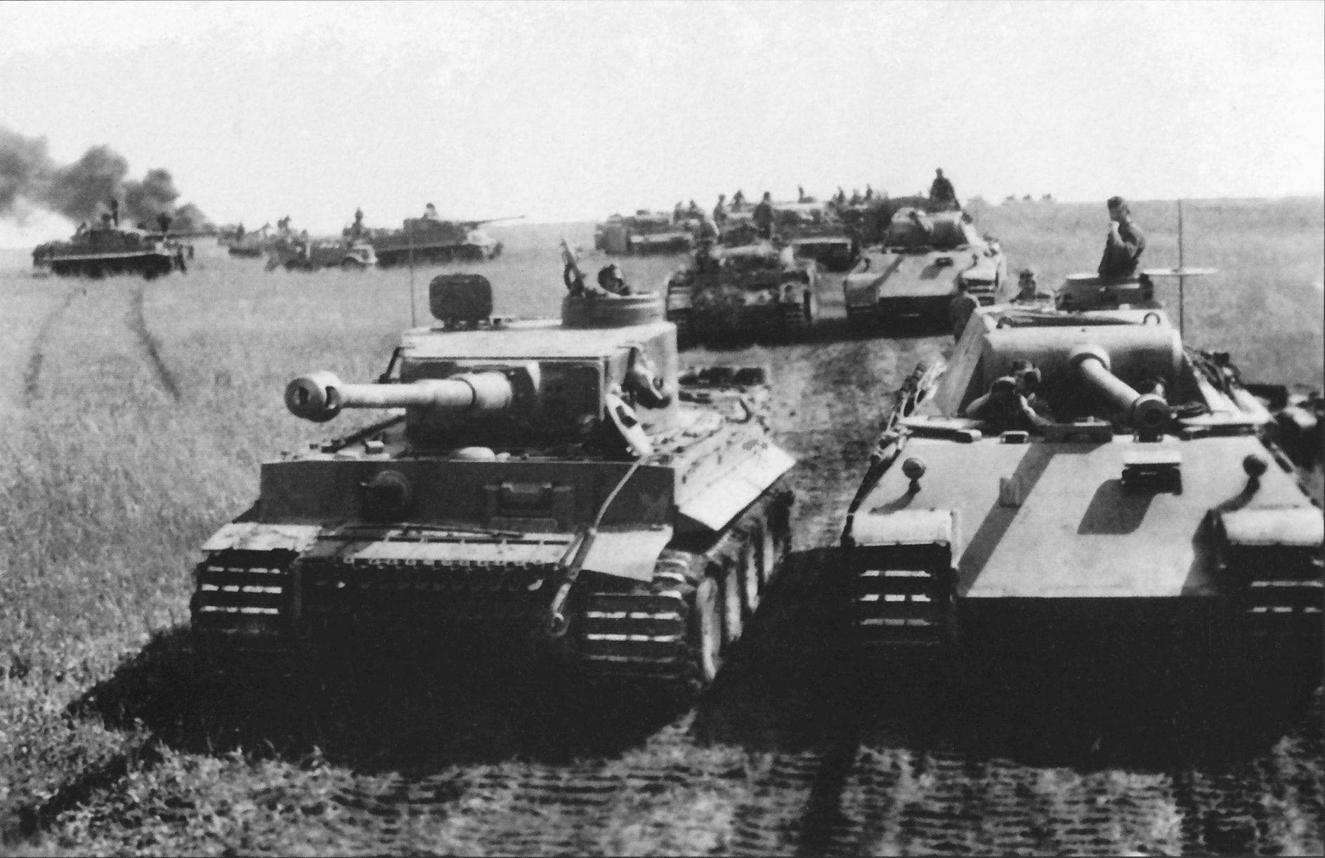 Tiger and Panther tank comparison.jpg