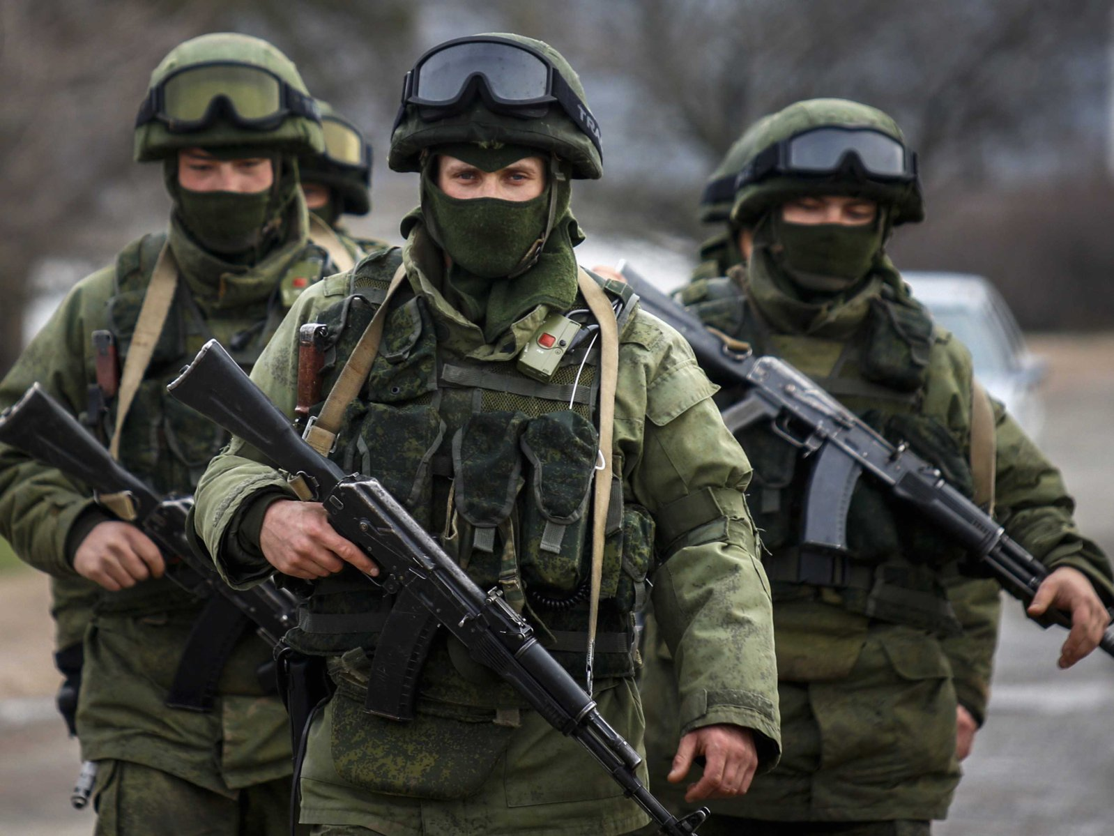 ukrainian-officer-russian-troops-opened-fire-at-crimea-base.jpg